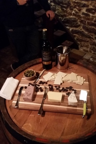 Small-Batch-Tale-Four-Wineries-lanmeil-tasting-platter