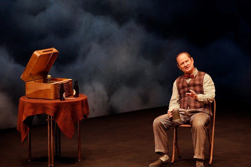 Paul Blackwell wins Helpmann Award for final stage role
