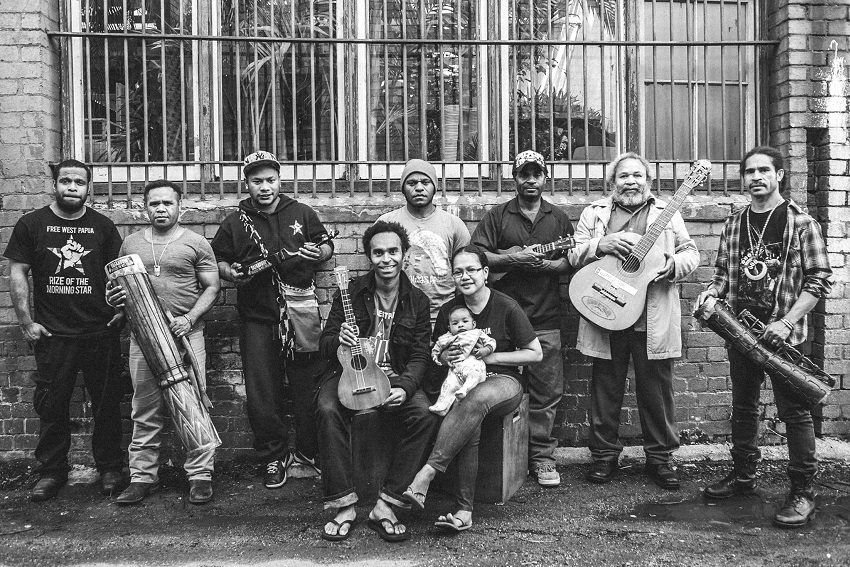 Black Orchid Stringband (Photo: Michell Grace Hunder)